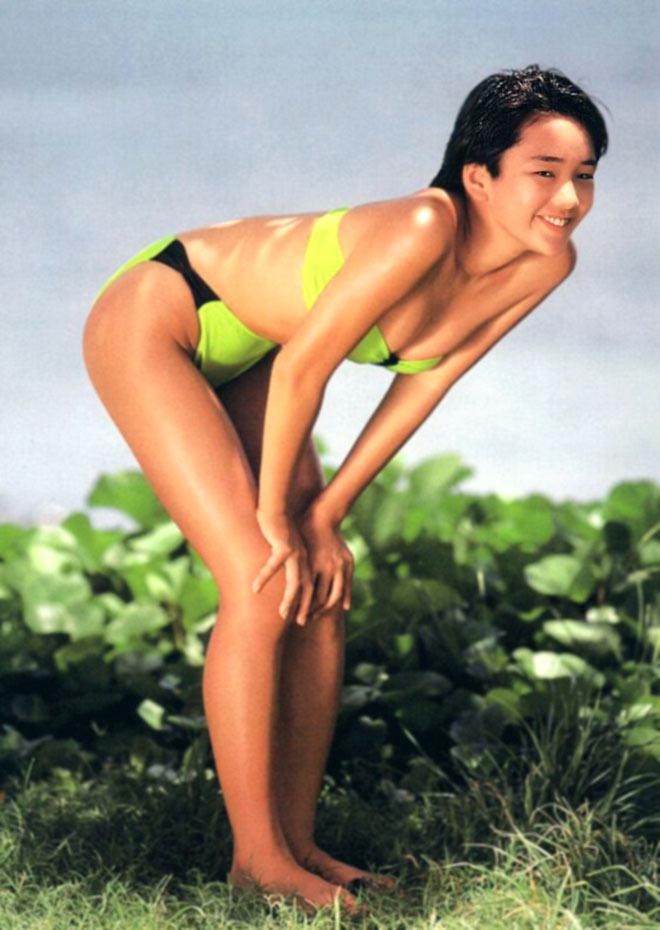 西田ひかる セクシー おっぱいの谷間 ハイレグ ビキニ 水着 ムチムチ 太もも お尻突き出し 80年代 ショートカット 笑顔 エロかわいい画像35
