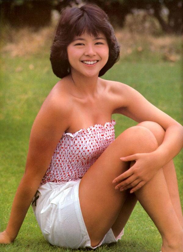 小泉今日子 セクシー チューブトップ 短パン ムチムチ 太もも 笑顔 80年代 エロかわいい画像2