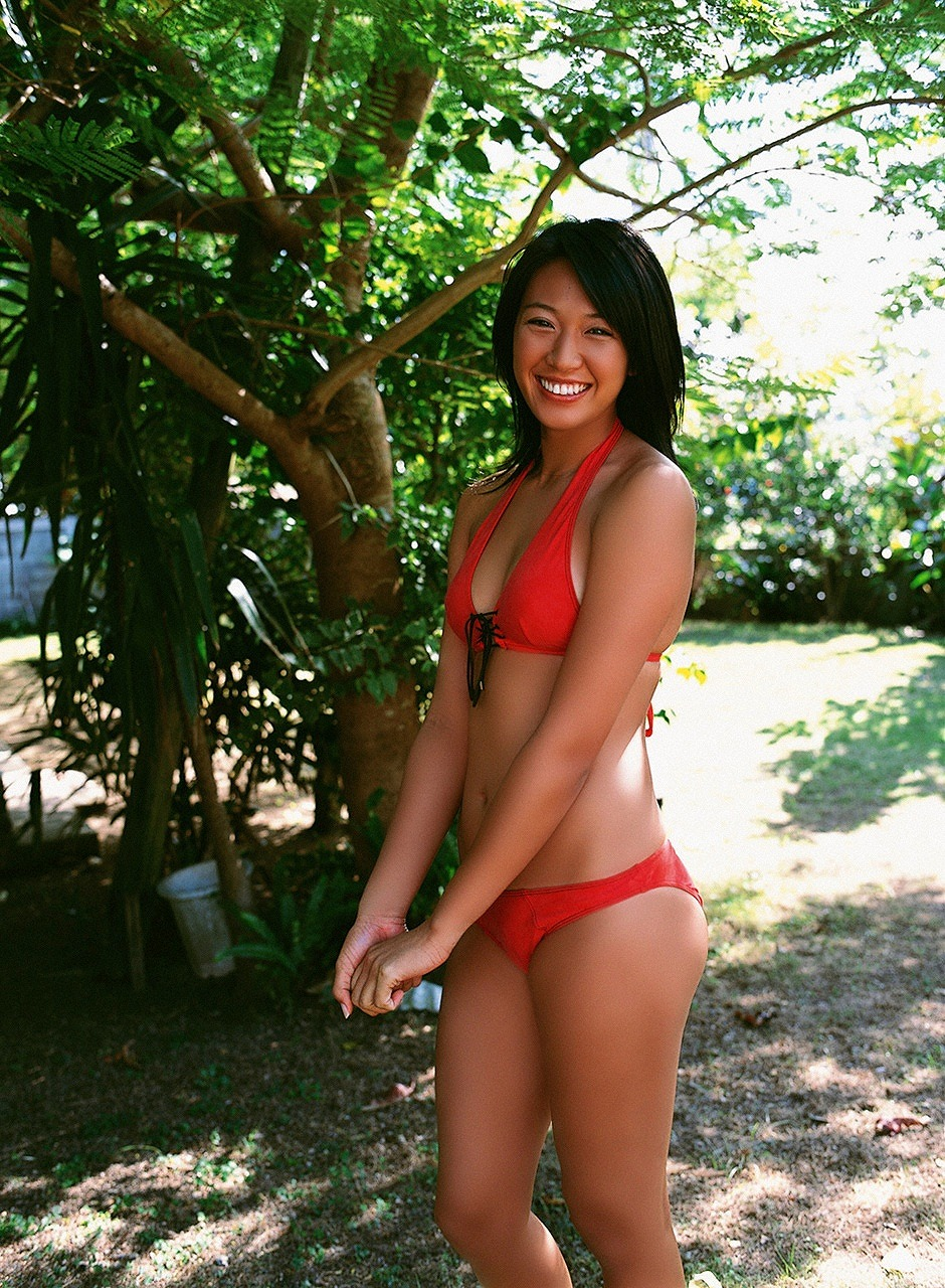 浅尾美和 セクシー 日焼け おっぱいの谷間 ビキニ 水着 太もも 笑顔 エロかわいい画像5
