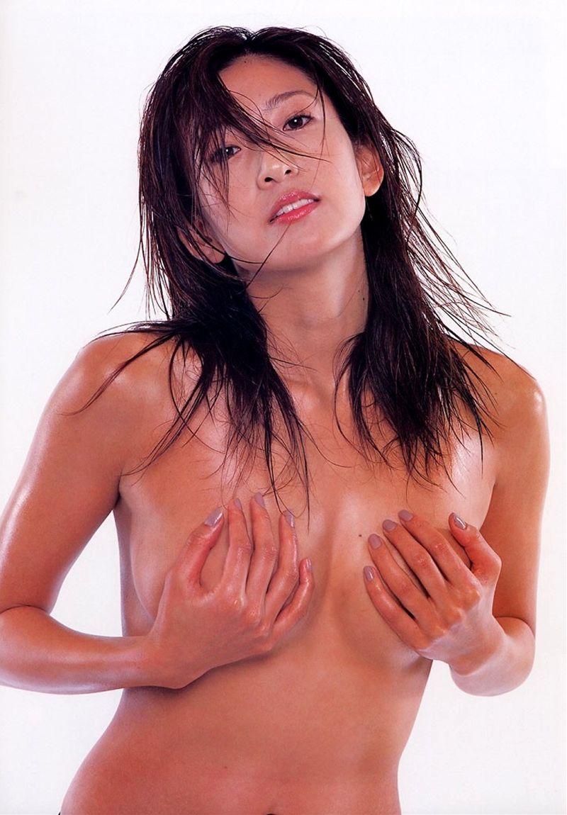 シェイプアップガールズ 中島史恵 セクシー 手ブラ 巨乳 セミヌード おっぱいの谷間 エロかわいい画像2