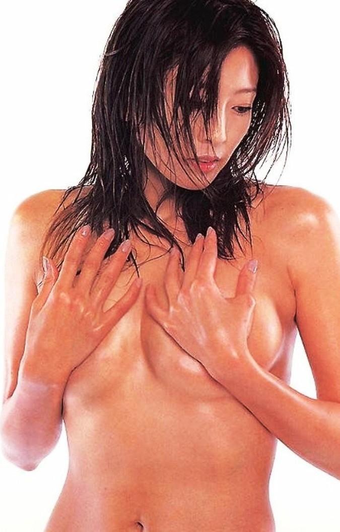 シェイプアップガールズ 中島史恵 セクシー 手ブラ 巨乳 セミヌード おっぱいの谷間 エロかわいい画像6