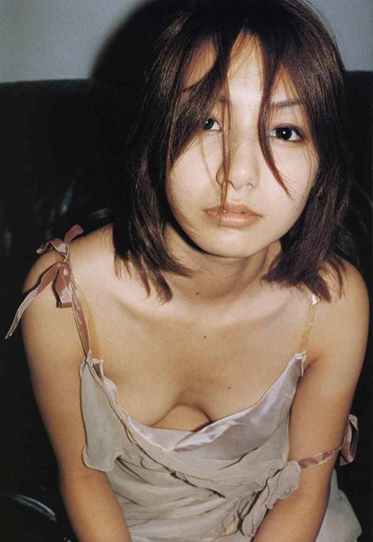 周防玲子(すほうれいこ) セクシー 胸チラ おっぱいの谷間 顔アップ エロかわいい画像