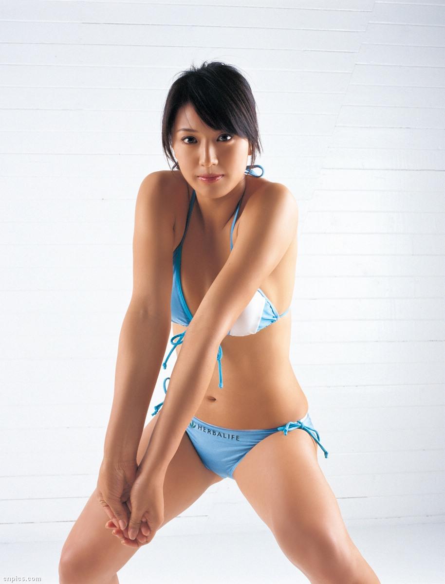 浅尾美和 日焼け セクシー ビキニ 水着 開脚 局部 ぶっかけ用オナペット エロかわいい画像12
