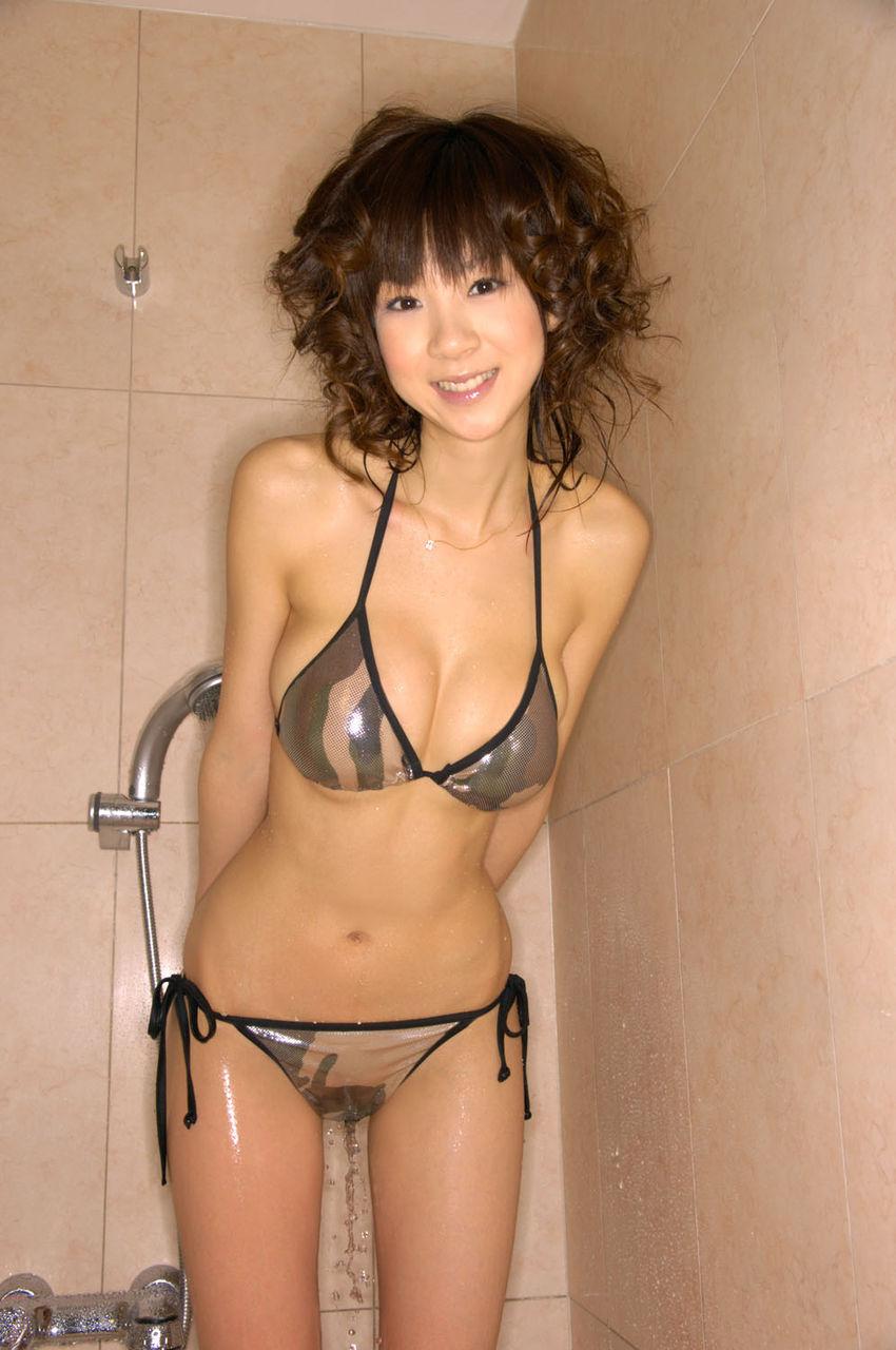 ほしのあき セクシー おっぱいの谷間 巨乳 ハミ乳 下乳 ビキニ 水着 擬似おしっこおもらし 笑顔 エロかわいい画像13