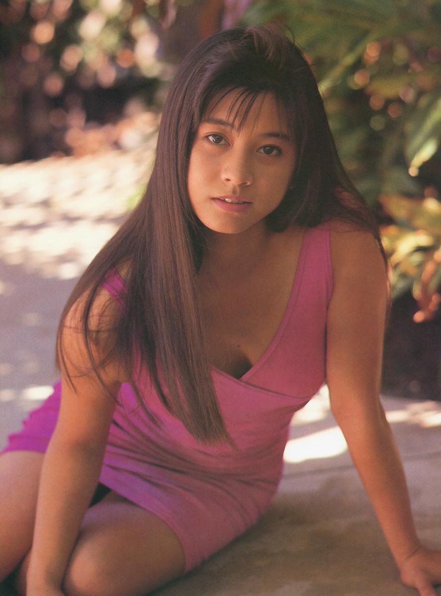 千堂あきほ セクシー 胸チラ 前屈み ボディコン 90年代 エロかわいい画像4