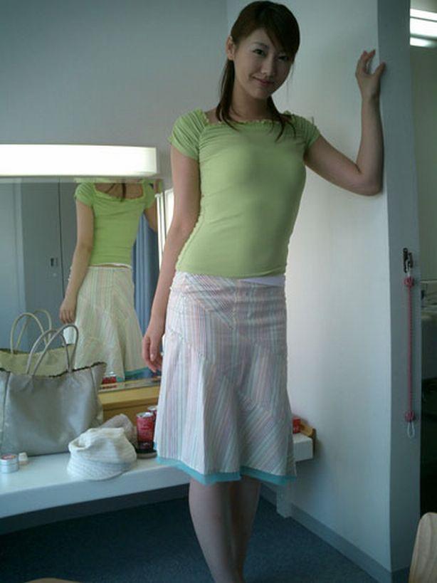 安めぐみ セクシー 私服 スカート ムチムチ 巨乳 笑顔 エロかわいい画像35