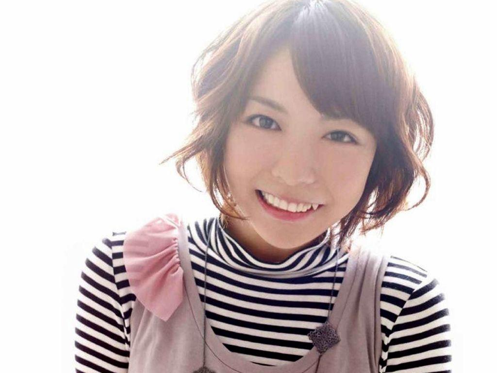 声優 豊崎愛生 セクシー 八重歯 顔アップ 笑顔 エロかわいい画像1