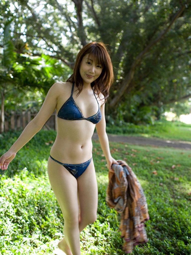 安めぐみ セクシー 巨乳 ビキニ 水着 ムチムチ 太もも 笑顔 脇 エロかわいい画像41