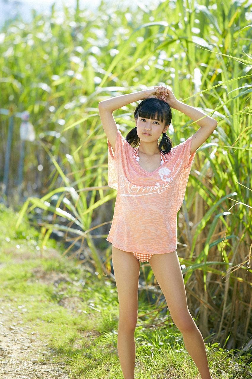 小島瑠璃子 セクシー ビキニ 水着 太もも おさげ 日焼け 下半身露出 局部 エロかわいい画像44