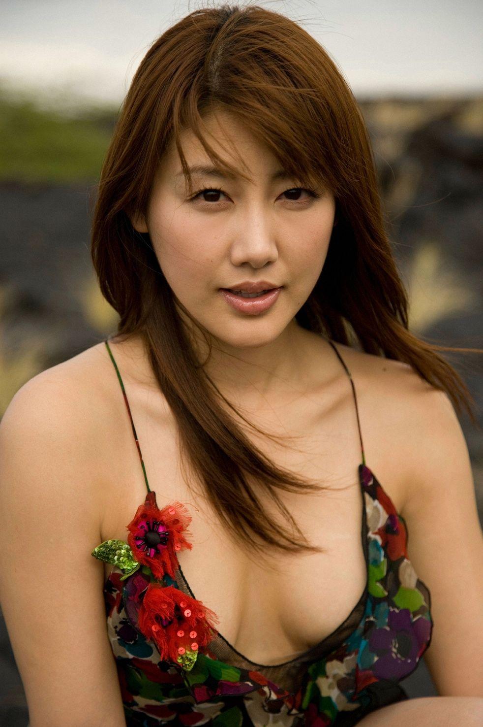 安めぐみ セクシー 胸チラ おっぱいの谷間 巨乳 顔アップ 唇 パイ射用 エロかわいい画像73