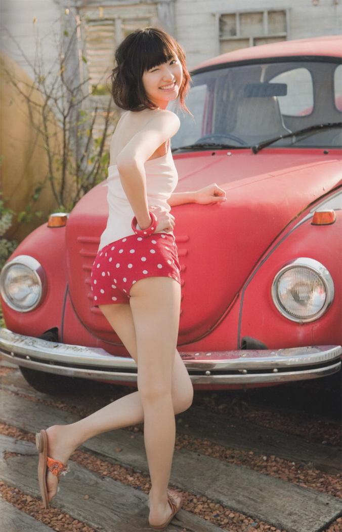声優 戸松遥 セクシー お尻 突き出し バック ショートパンツ ウィンク 貧乳 笑顔 エロかわいい画像24