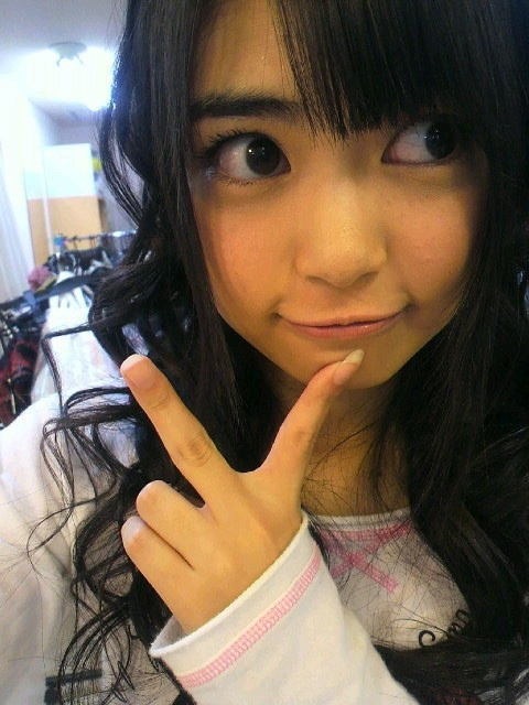 AKB48 前田亜美 セクシー アヒル口 顔アップ ピース エロかわいい画像1