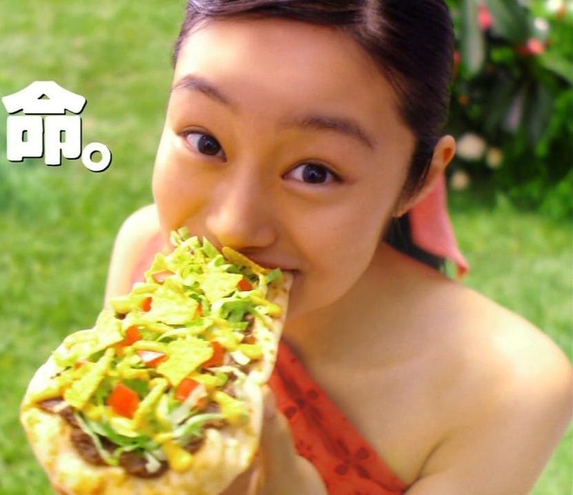 忽那汐里(くつなしおり)セクシー 食事 CM モスバーガー ナン・タコス 顔アップ キャプチャー エロかわいい画像12