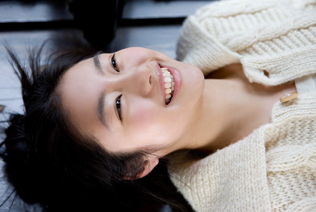 忽那汐里(くつなしおり)セクシー 唇 歯 顔アップ 笑顔 女優 エロかわいい画像17