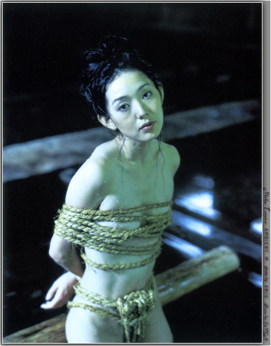 とよた真帆 セクシー おっぱいの谷間 セミヌード 縛り 女優 エロかわいい画像4