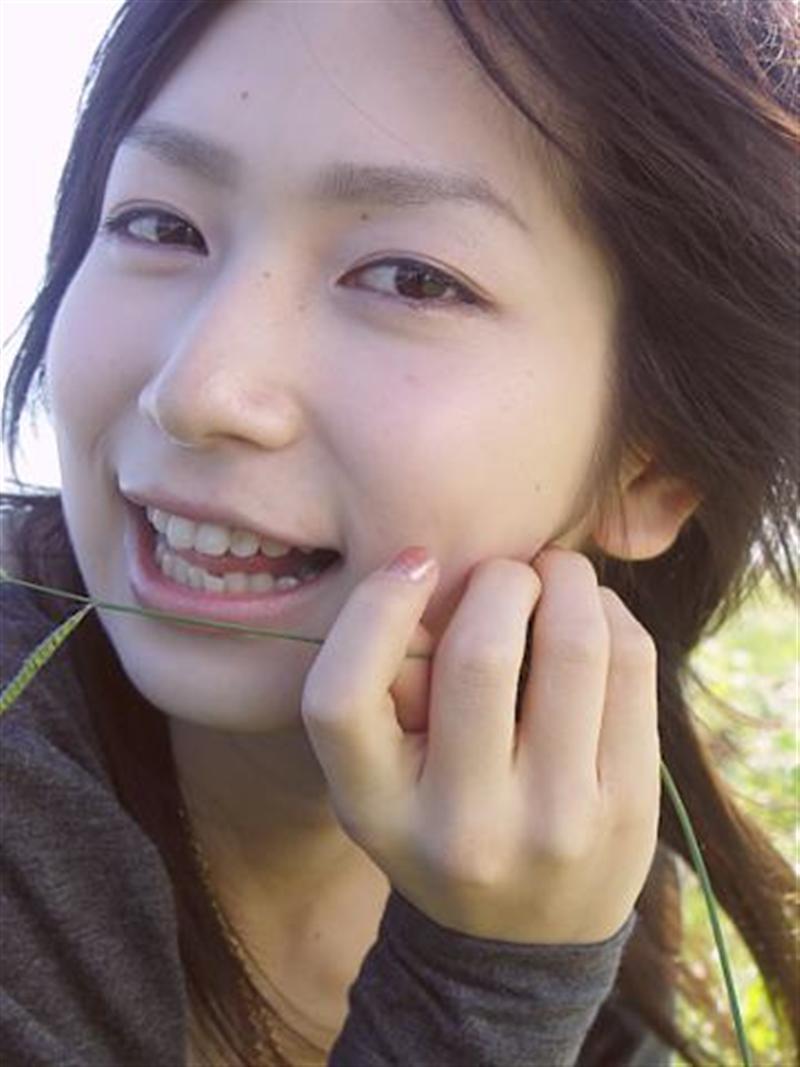 石井香織 セクシー 顔アップ 笑顔 口開け 舌 ほっぺた エロかわいい画像12