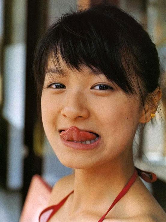 榮倉奈々 セクシー 舌出し 顔アップ エロかわいい画像1