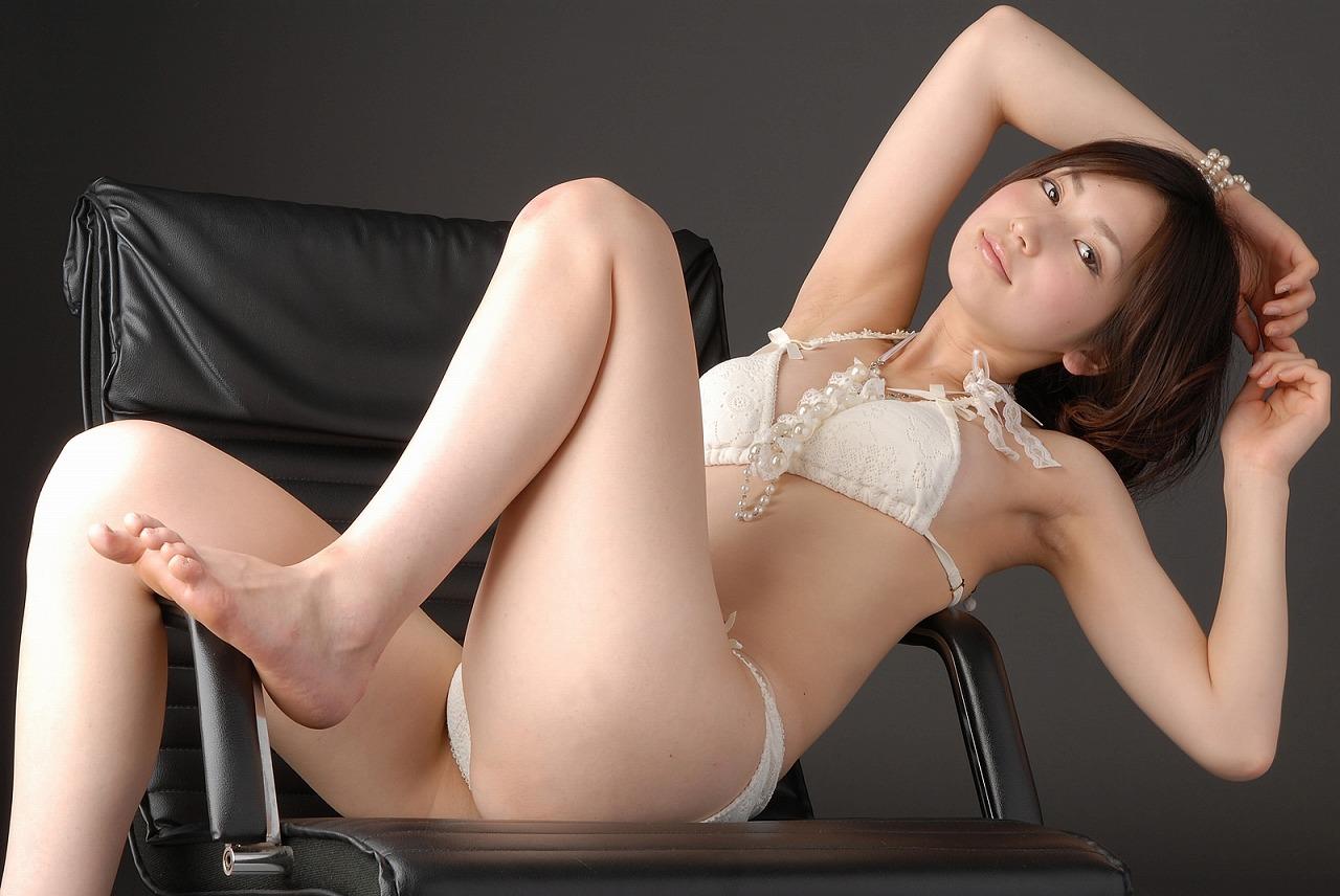 石井香織 セクシー 片足上げ ビキニ 水着 脇 太もも 局部 股間 食い込み 笑顔 エロかわいい画像25