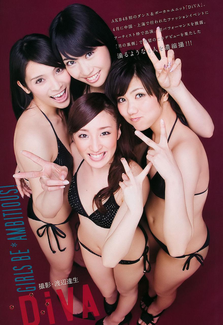 AKB48 DiVA 秋元才加 増田有華 宮澤佐江 梅田彩佳 ビキニ 水着 舌 舌出し 貧乳 笑顔 ピース 見上げている エロかわいい画像