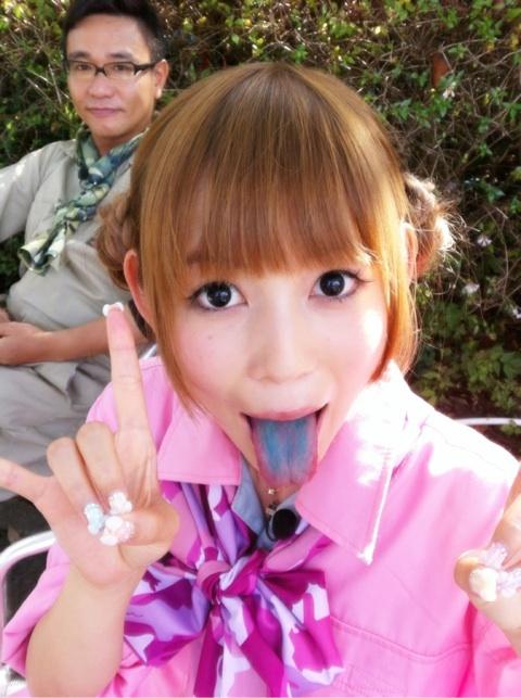 中川翔子 セクシー 舌出し 顔アップ かき氷 変色 擬似手コキ エロかわいい画像
