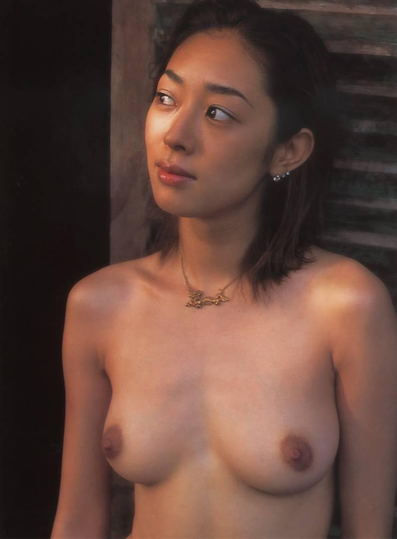 小松千春 セクシー おっぱい ヌード 乳首 エロかわいい画像1