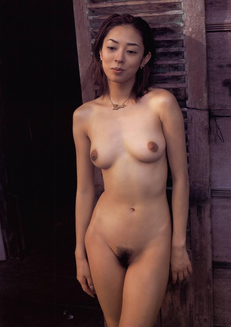 小松千春 セクシー おっぱい ヌード 乳首 脇 陰毛 太もも 全裸 エロかわいい画像2