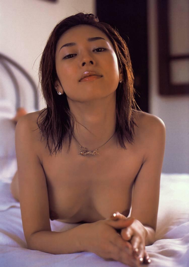 小松千春 セクシー おっぱいの谷間 ヌード 乳首 エロかわいい画像4