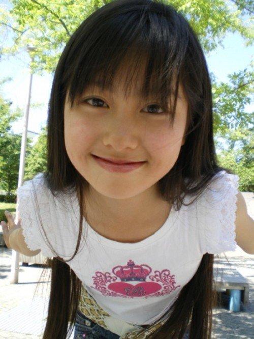 ももクロピンク 佐々木彩夏(あーりん) セクシー おはスタ子役時代 小学生 笑顔 顔アップ 前屈み エロかわいい画像10