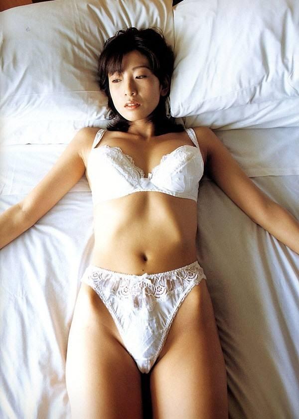 中島史恵 セクシー下着 ブラジャーパンティー股間食い込みエロかわいい画像