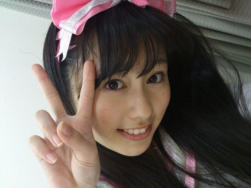 ももクロピンク 佐々木彩夏(あーりん) セクシー 笑顔 顔アップ ピース 唇 歯 エロかわいい画像14