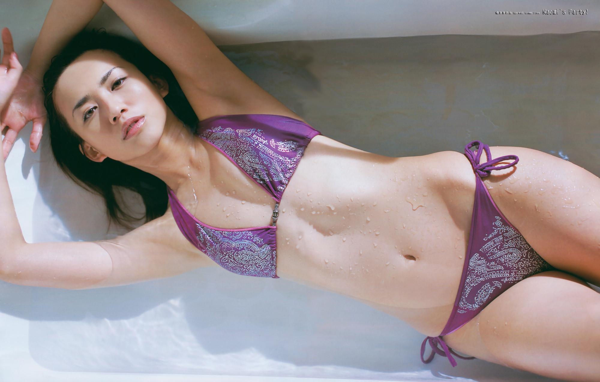 優木まおみ セクシービキニ水着 腋 エロかわいい画像