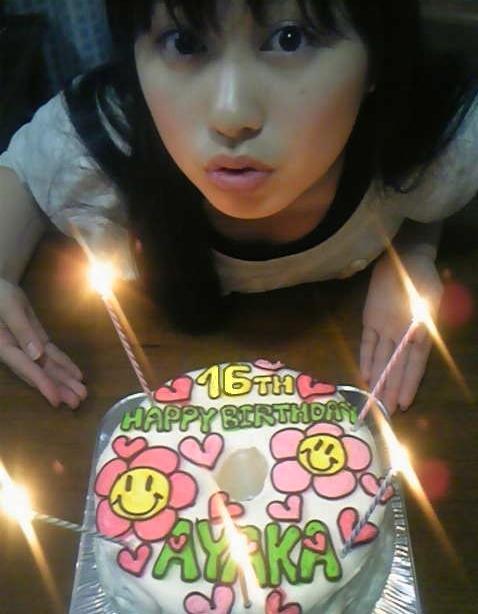 ももクロピンク 佐々木彩夏(あーりん) 誕生日ケーキ セクシー 上目遣い 唇 キス顔 胸元 エロかわいい画像22