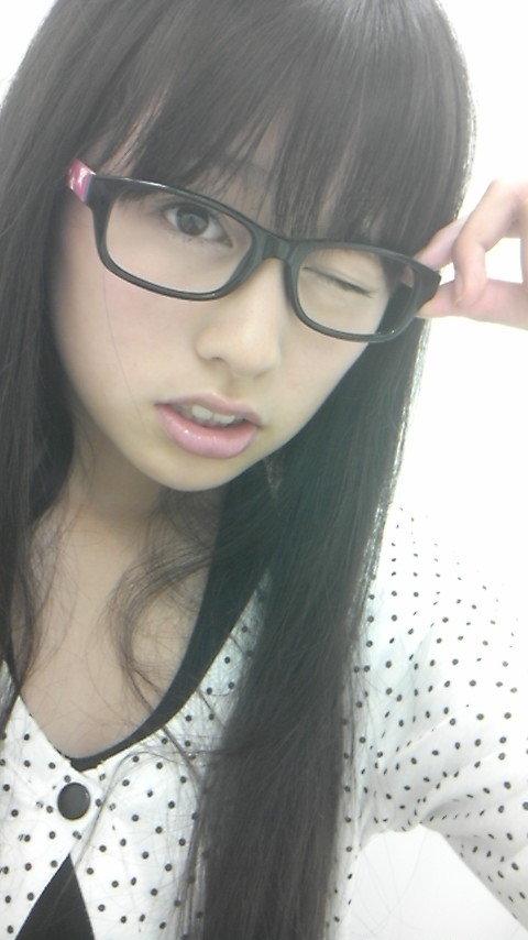ももクロピンク 佐々木彩夏(あーりん) セクシー メガネ ウィンク 顔アップ 唇 目 顔射用 エロかわいい画像24