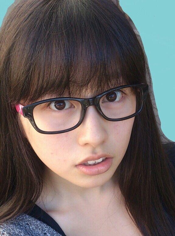 ももクロピンク 佐々木彩夏(あーりん) セクシー メガネ 顔アップ 唇 歯 エロかわいい画像26
