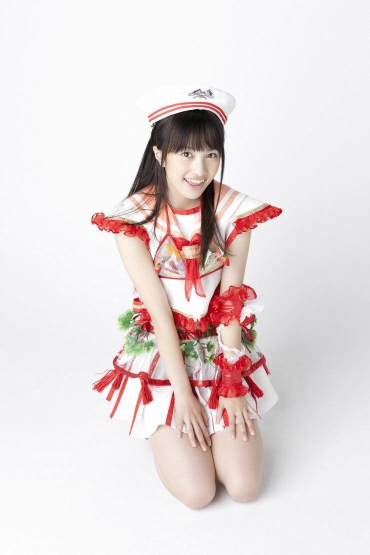 ももクロ赤 百田夏菜子 セクシー 太もも 笑顔 正座 スカート 衣装 口開け 舌 エロかわいい画像36