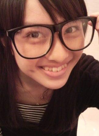 ももクロ赤 百田夏菜子 セクシー アラレちゃんメガネ 笑顔 歯 えくぼ 顔アップ 顔射用 エロかわいい画像41
