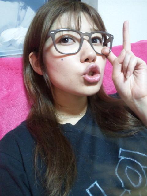 小田ゆかり セクシー アラレちゃんメガネ キス顔 唇 顔アップ 顔射用 エロかわいい画像1