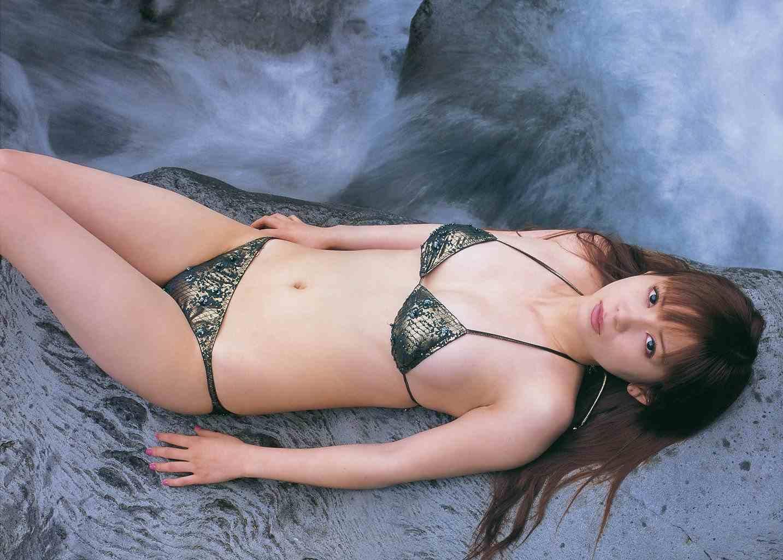 中川翔子 セクシー ビキニ水着 おっぱいの谷間 カメラ目線 ぶっかけ用 高画質 エロかわいい画像6