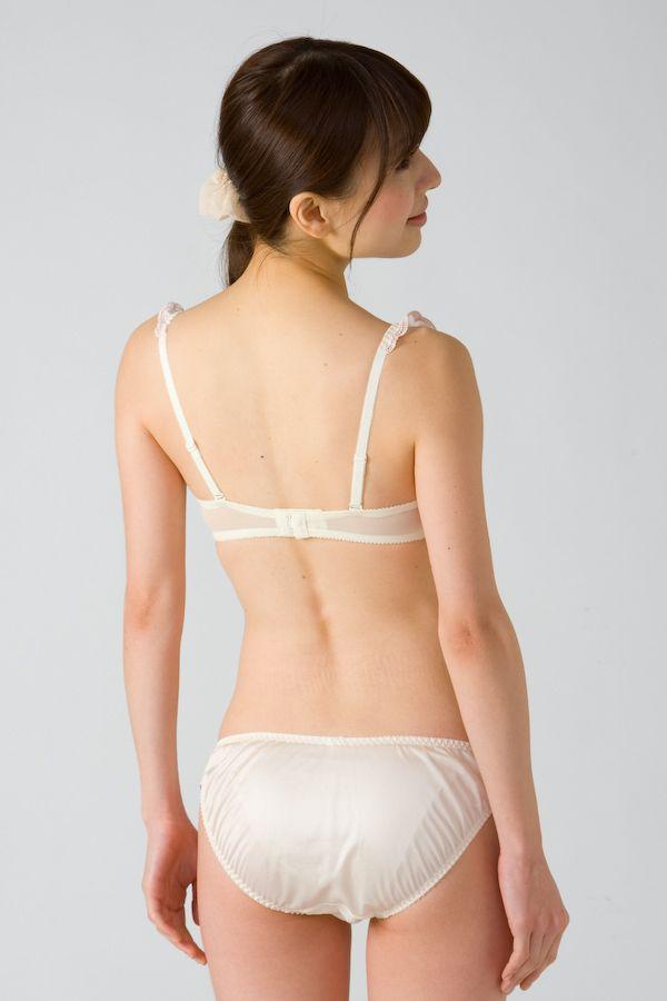 下着カタログ モデル セクシー ブラジャー パンティー お尻 くびれ エロかわいい画像