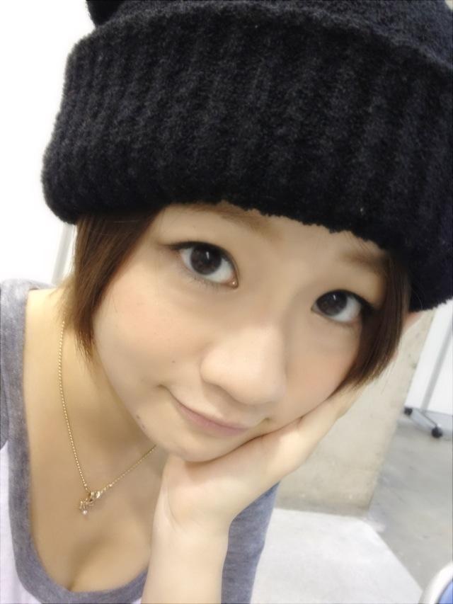 AKB48 島田晴香 セクシー 胸チラ おっぱいの谷間 顔アップ カメラ目線 エロかわいい画像