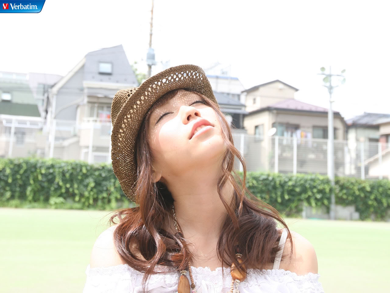 AKB48 河西智美 セクシー 顔アップ 目を閉じている ぶっかけ用 帽子 肩出し 高画質 エロかわいい画像