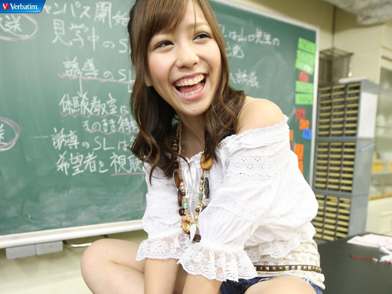 AKB48 河西智美 セクシー 笑顔 口開け 舌 ぶっかけ用 肩出し 高画質 エロかわいい画像