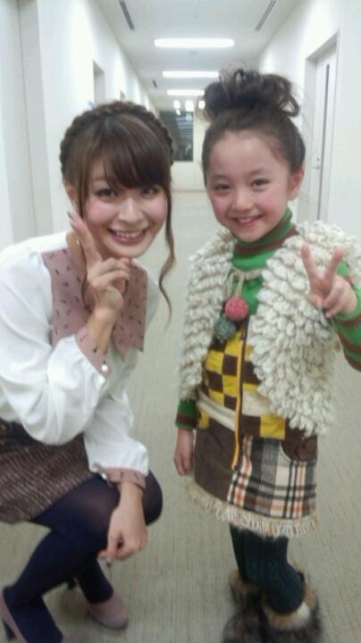 八田亜矢子 谷花音ちゃん 二人で並んで笑顔でピース 顔射用エロかわいい画像