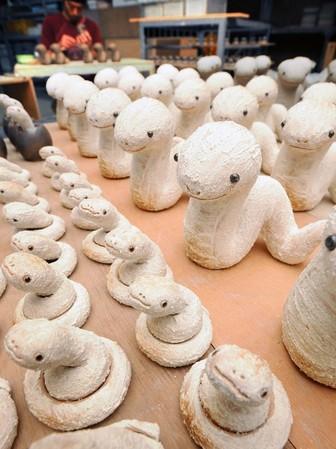 甲賀焼の窯元の蛇