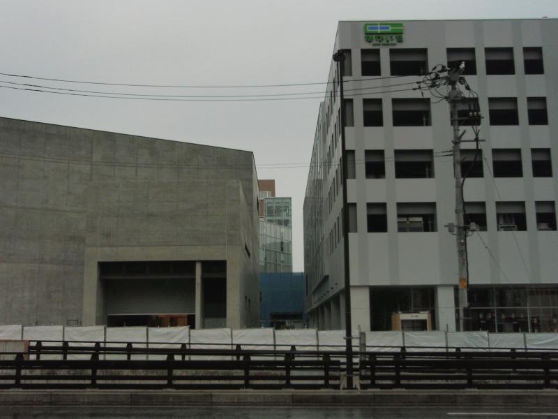 P1010393 新県立美術館(5月)