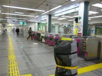 早朝の大江戸線練馬駅改札