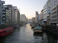 夕刻の神田川の屋形船群