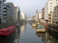 朝の神田川 屋形船群