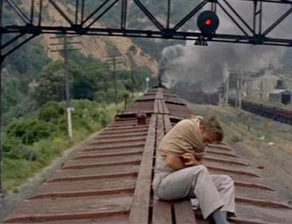 列車に乗るキャル