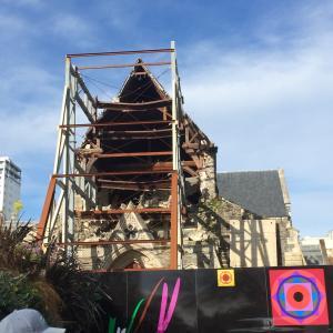 地震で崩れてしまった教会